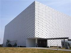 実績紹介・金沢海みらい図書館・箱型の特徴的な建物